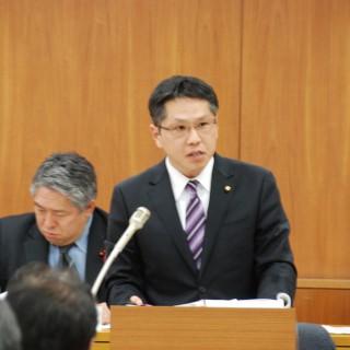 さいたま市議会の予算委員会で質疑する吉田ひとし